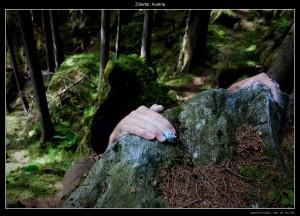 On dirait pas mais ses main sont à 6/7 mètres du sol ... pas tomber :)