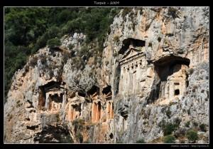 Tombes de rois ... ça devait être funky de grimper là haut :D